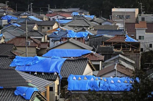 台風15ぐによる屋根の損壊